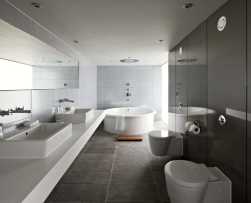 Applicazione Corian Bagno Vasca e Doccia Hotel